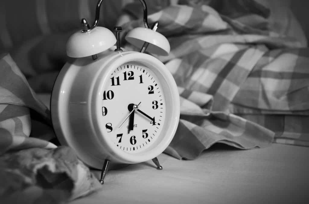 9 tips for better sleep hygiene. Learn how you can improve the quality and duration of your sleep. Learn more about your body clock. Get better sleep!